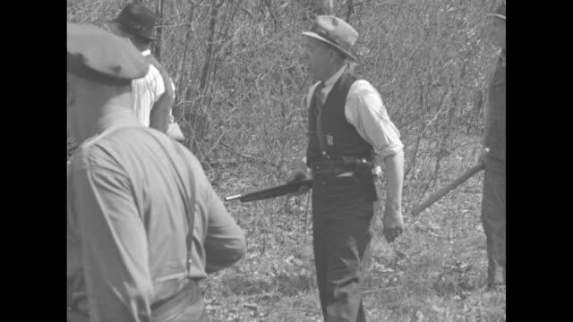 """ohio hunts 3 escaped convicts!"" / armed men walking through countryside / still photo mug shots of three escaped convicts arthur koontz, rufus... - verbrecherfoto stock-videos und b-roll-filmmaterial"
