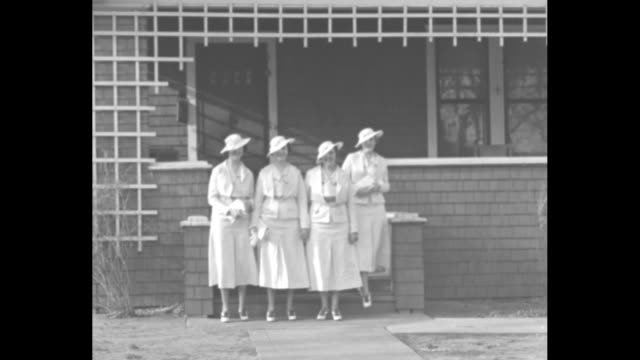 oklahoma city presenting the keys quadruplets you can't tell 'em apart / the girls in matching white outfits exit frame house peek from behind tree... - matching outfits stock videos & royalty-free footage
