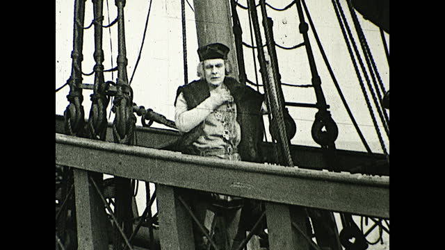 """vidéos et rushes de """"on the pinta, martin alonzo pinzon, her master, awaited the signal to weigh anchor""""; captain looking at the horizon over the deck; columbus making a... - christopher columbus explorateur"""