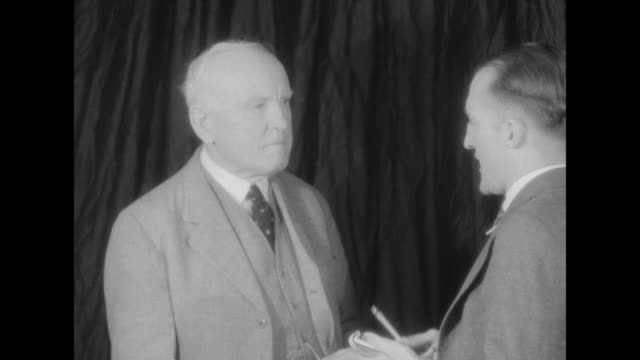 Pat Crowe reformed kidnapper who abducted Cudahy heir in 1900 advises paying ransom / Crowe reformed kidnapper of Edward Cudahy Jr on left talking to...