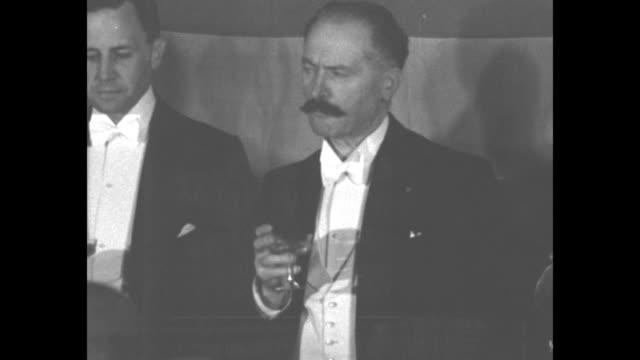 vidéos et rushes de pres lebrun of france paris president of french republic makes first official speech at palais d'orsay on american independence day july 4 1932 / cu... - tenue habillée