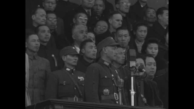 vídeos y material grabado en eventos de stock de roll 7 wong / general chiang kaishek in uniform making a speech on dais with wife and many chinese officials nearby - chiang kai shek