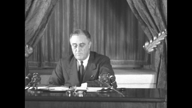 vídeos y material grabado en eventos de stock de roosevelt reports to the nation / vs us president franklin roosevelt wearing pincenez reads the text of his second fireside chat as he sits at a desk... - franklin roosevelt