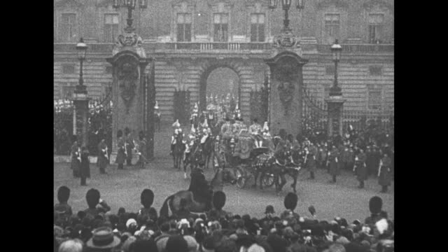 royal lovers wed / life guards riding horses escort the irish state coach bearing king george v and queen mary through gate in front of buckingham... - mirror stock videos & royalty-free footage