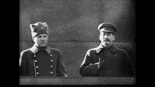 vídeos de stock, filmes e b-roll de 'russia declares war on japan' fill the screen / russian troops marching in red square / cu josef stalin and general watching troops from balcony /... - 1945