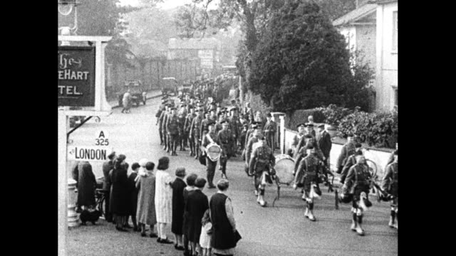"""""""scots guards foot bill for economy - second battalion of famous regiment voluntarily marches from aldershot to windsor to save railway fares"""" /... - aldershot stock videos & royalty-free footage"""