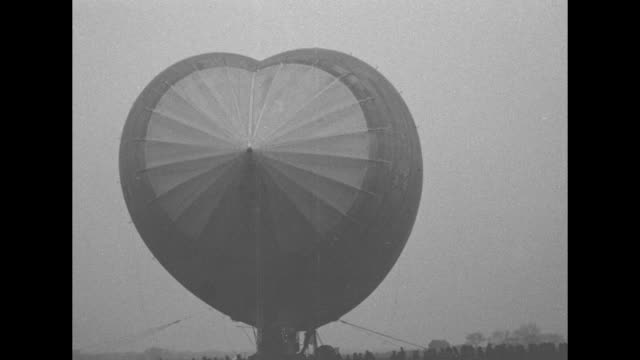 """scott field, ill. - world's largest semi-rigid dirigible in successful test flight! rs-1, propelled by four 300 horse-power motors, makes fine... - wochenschau stock-videos und b-roll-filmmaterial"