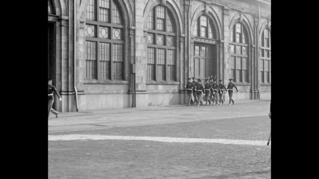 sea soldiers in guard mount brooklyn marine unit musters at navy yard with picturesque ceremony / row of us marines standing in row next to building... - notfallübung stock-videos und b-roll-filmmaterial