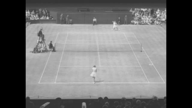 sports / title wimbledon winners brough takes women's title superimposed over rear shot pov from upper level american players louise brough and... - backhand bildbanksvideor och videomaterial från bakom kulisserna