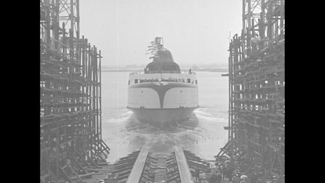 streamline ferry for virginia / doors to streamlined ferry princess anne open the craft can transport as many as 80 cars / workers in overalls... - デラウェア川点の映像素材/bロール