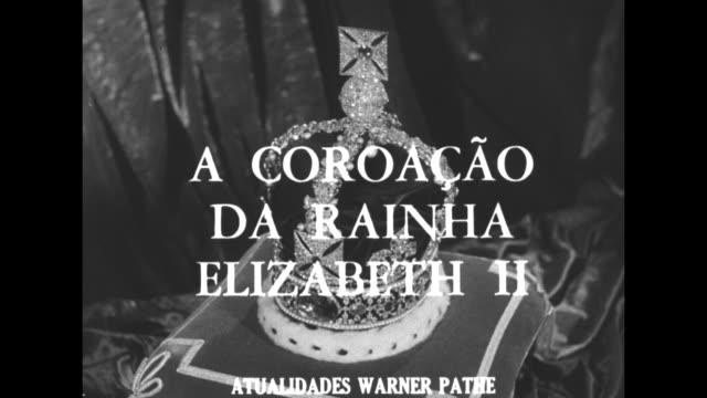 title card superimposed over revolving st edward's crown a coroacao da rainha elizabeth ii / os cinegrafistas da warner pathe captam o esplendor a... - 1952 stock videos & royalty-free footage