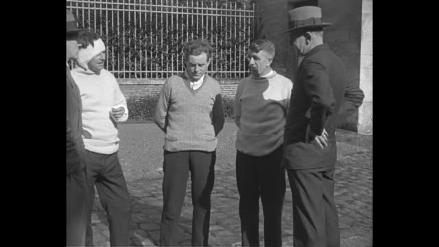 survivors of catastrophe tell of miraculous escape / man in hat faces men harry leech in head and arm bandages i think we're jolly lucky to be here... - absturz von r101 stock-videos und b-roll-filmmaterial