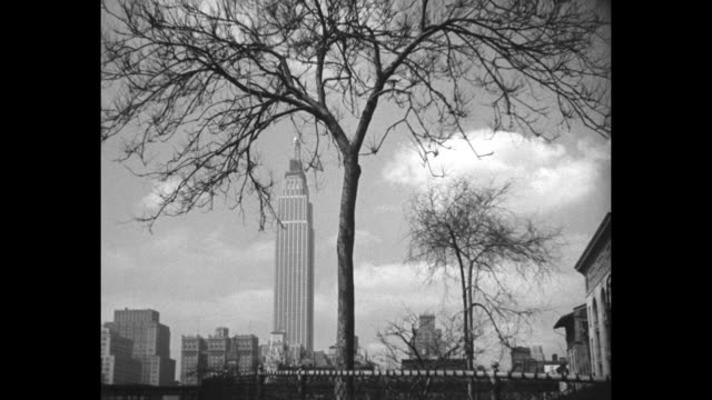 vídeos de stock e filmes b-roll de tallest building on earth formally opened in new yorkgovernor roosevelt congratulates al smith on completion of 86story empire state a $52000 titan... - 1931