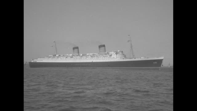 """""""tennessee williams home from europe"""" superimposed over medium playwright tennessee williams on the sundeck of rms queen elizabeth with water in... - passenger stock videos & royalty-free footage"""