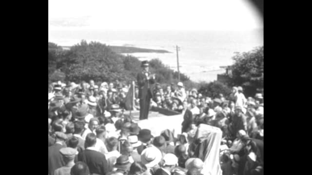 vídeos y material grabado en eventos de stock de 'the big noise' w b anglis wins town criers' title at lyme regis england / title card lyme regis 'human loud speakers' w b anglis of marlborough... - 1930