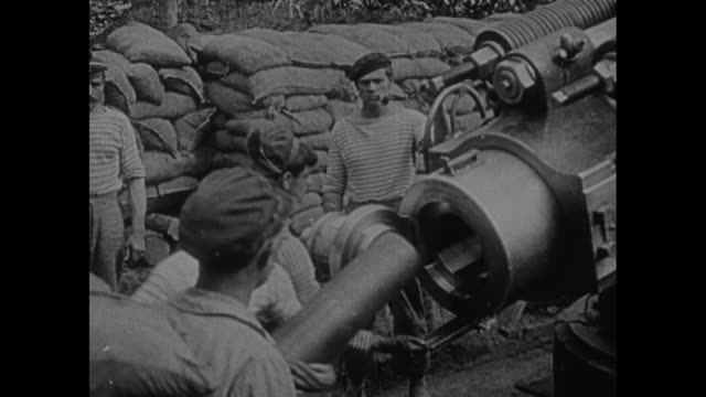 The Flanders advance For days before the attack the huge guns of the Allies keep up an incessant fusillade to weaken the enemy's positions /...