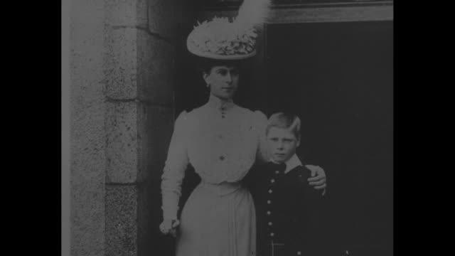 the life of edward viii superimposed over st edward's crown / title card editor's note about how the royal romance may affect history / photo of... - プリンス点の映像素材/bロール