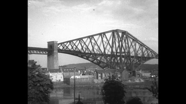 the men of the forth bridge / title card working on a job that never ends keeping in order the great spans of the mighty forth bridge / ws bridge /... - fluss firth of forth stock-videos und b-roll-filmmaterial