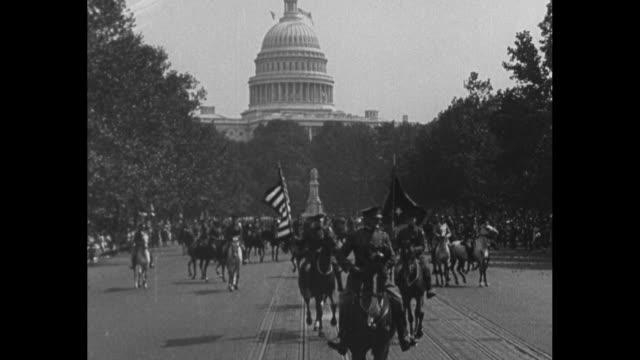 """vídeos de stock, filmes e b-roll de """"the nation's capital welcomes general pershing and the first division"""" / two shots of gen. john pershing, commander of american expeditionary force,... - pennsylvania avenue"""