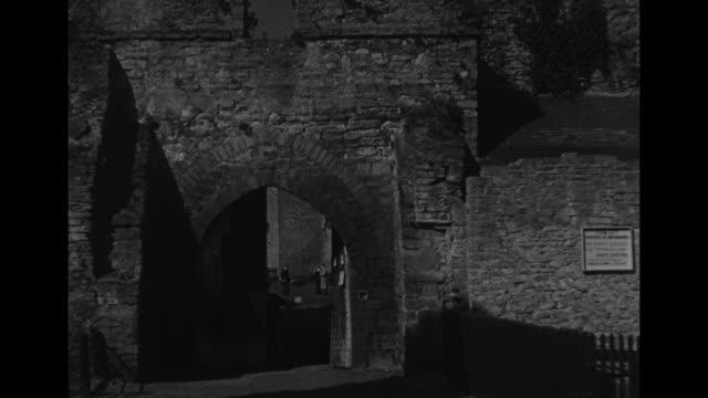 the town on the border ludlow / high angle views town's cityscape / vs ruins of ludlow castle and norman keep / round tower with crenellations with... - wattle and daub stock videos and b-roll footage
