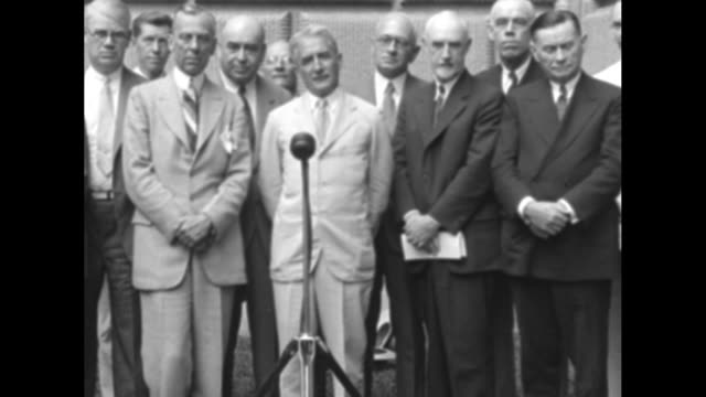"vídeos de stock e filmes b-roll de business leaders act on recovery!"" / group shot of business leaders, gerard swope, president of general electric speaks at microphone, alfred sloan... - general electric"