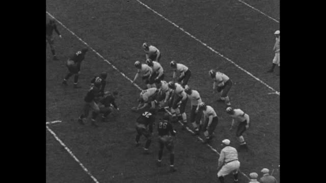 """""""villanova downs temple"""" / vs villanova kicks off to temple / complete pass by smukler to renzo / temple's smukler / fumbles and recovered by... - アメフト ファーストダウン点の映像素材/bロール"""