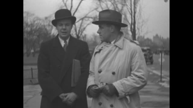 "vídeos de stock, filmes e b-roll de ""what do you think of new administration?"" fade to title card: ""editor's note - the success of the new deal depends on the support of the american... - dependência"