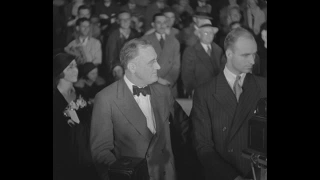 """""""Will Rogers puts laugh in campaign Hollywood spokesman 'steals show' at Filmland fete for Roosevelt"""" / Actor Will Rogers addresses group of people /..."""