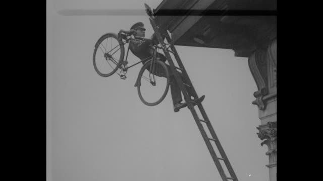 youngstown ohio round the rim on two wheels zip performs thrilling feat as he rides bicycle on 3foot edge atop 14story building first he climbs to... - passing a note stock videos & royalty-free footage