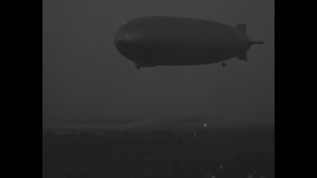 'Zep Flies Over Pacific Ocean Los Angeles Airship reaches U S from Tokio [sic] in record sea hop of 5220 miles' / POV from camera plane of Graf...