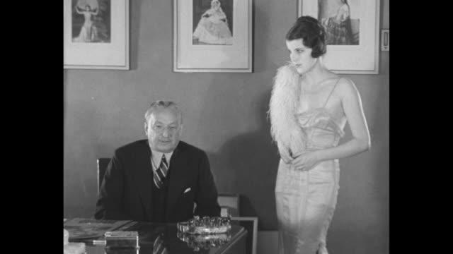ziegfeld glorifies beautiful brunette famous new york producer of follies who has selected world's bestlooking women introduces new fiend grace moore... - schauspielerin stock-videos und b-roll-filmmaterial