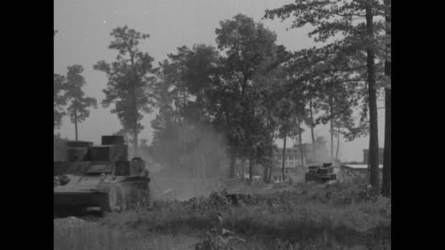 """vidéos et rushes de """"georgia"""" superimposed over moving line of army tanks with bright headlights at night / tanks passing camera / tanks moving through brush and... - phare de véhicule"""