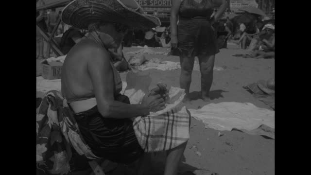 "vídeos y material grabado en eventos de stock de ""keep cool bud!"" superimposed on crowded beach / mercury in thermometer rises to top / aerial view of coney island beach / woman in sun hat chewing,... - boca de riego"