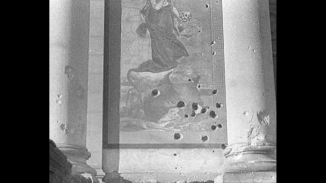 vídeos de stock e filmes b-roll de madrid superimposed over exterior of duke of alba's damaged liria palace / ms damaged painting with bullet holes and other holes / pan piles of... - guerra civil
