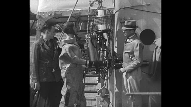 vídeos de stock, filmes e b-roll de ��milwaukee wis�� superimposed over diver max nohl in new diving suit with john craig during new attempt to salvage the lusitania / nohl in suit with... - diving suit
