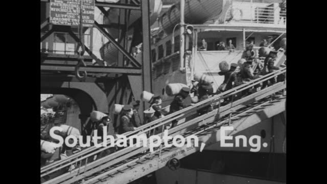 'on to africa' says il duce ethiopia prays / title southampton eng superimposed over british military men carry duffels as they walk up gangplank to... - 退院点の映像素材/bロール