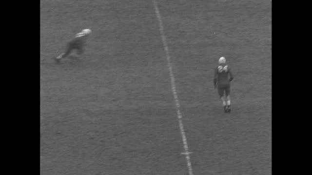 """pittsburgh v. nebraska"" superimposed over crowd at pitt stadium for pitt panthers v. nebraska cornhuskers football game / pitt's john urban runs for... - アメフト ファーストダウン点の映像素材/bロール"