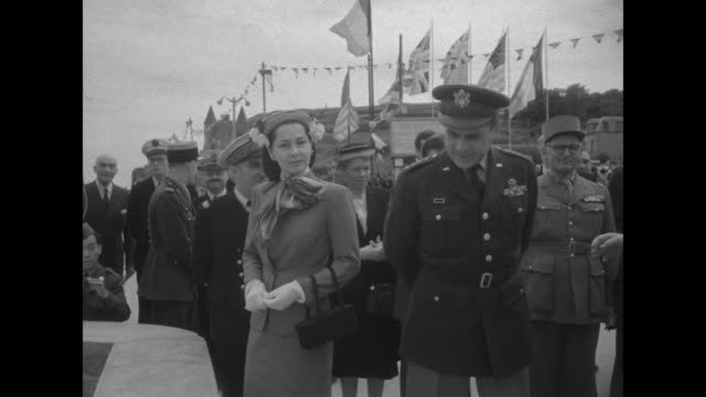 stockvideo's en b-roll-footage met ridgway returns to normandy superimposed over shoreline / general matthew ridgway and wife mary / french united states and british flags on flagpoles... - generaal militaire rang