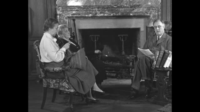 vídeos de stock e filmes b-roll de roosevelt plea to all faiths superimposed over pres franklin roosevelt first lady eleanor roosevelt and mother sara delano roosevelt sitting in front... - franklin roosevelt
