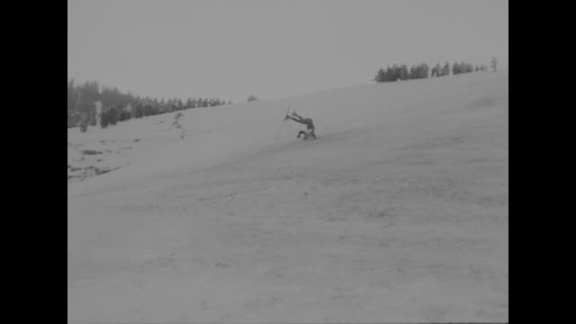 vídeos de stock, filmes e b-roll de title superimposed on kitzbuhel venue us skiers near top in last olympic tuneup / vs skier takes quick start for race and speeds down steep incline /... - ski pole