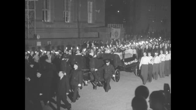 west berlin mourns mayor reuter's death superposed on honor guard flowers and the coffin / vs nighttime cortege with torches berliners behind row of... - funeral procession stock videos & royalty-free footage