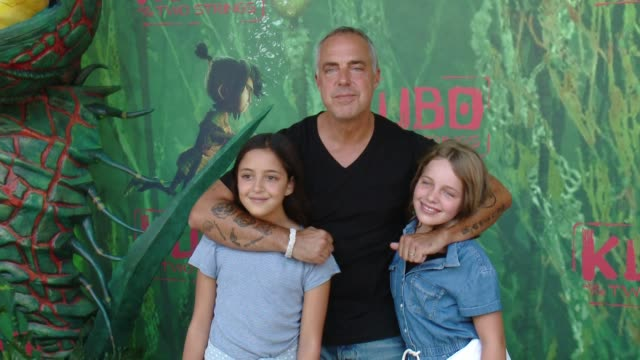 "stockvideo's en b-roll-footage met titus welliver at ""kubo and the two strings"" world premiere presented by laika and focus features in los angeles ca - titus welliver"