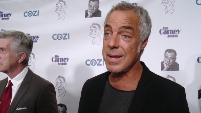 stockvideo's en b-roll-footage met interview titus welliver on who he's presenting a carney award to why they're deserving of the honor why character actors deserve to be recognized... - titus welliver