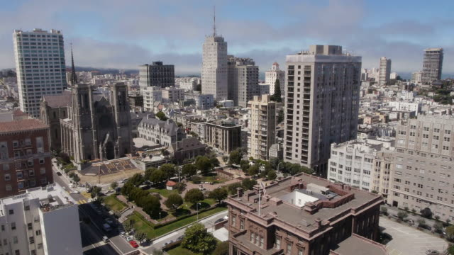 tl-medium wide aerial view of the cityscape in nob hill, san francisco - nob hill stock videos & royalty-free footage