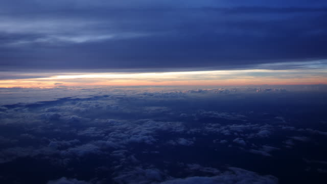 ws aerial t/lview of small cumulus clouds in deep blue cloudcape with bright pink dawn on horizon / hanoi, in flight - 天国点の映像素材/bロール