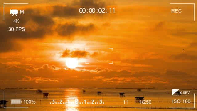 TL:viewfinder digitale videocamera tonen zee achtergrond