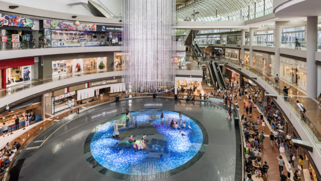 tl/zo zoom out time lapse/hyper lapse of the marina bay shopping mall with interactive entertainment - touch sensitive stock videos & royalty-free footage