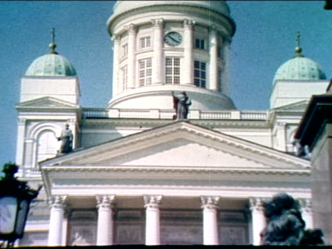 stockvideo's en b-roll-footage met zo to ws entrance to the great cathedral of helsinki people sitting on and visitors leaving the cathedral via the great staircase - neoklassiek