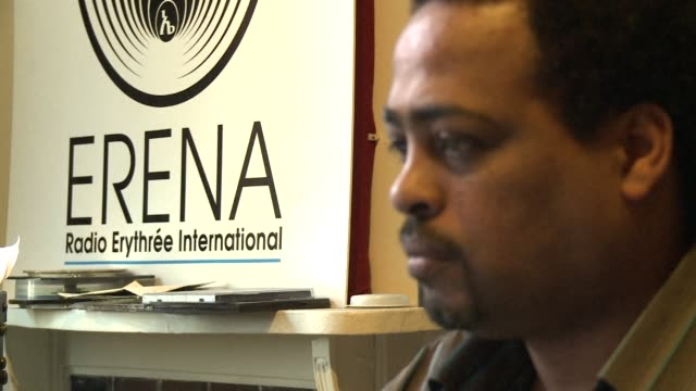 stockvideo's en b-roll-footage met refiling to fix slug every day radio erena broadcasts to eritrea from paris the only independent media available in the african country where press... - hoorn van afrika