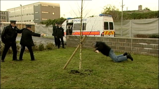 ipcc to investigate death of man arrested using taser gun r10120711 gravesend kent police enacting role play exercises to demonstrate safe use of... - enacting stock videos & royalty-free footage